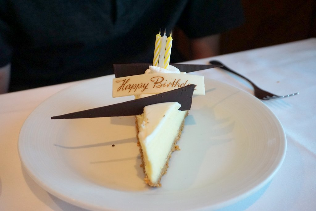 Oasis of the Seas Dining 6 Birthday Cheesecake